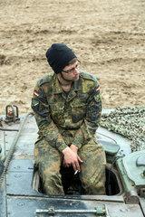 Gardelegen  Deutschland  Soldat auf dem Truppenuebungsplatz Altmark