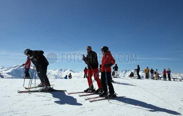 Piz Scalottas  Schweiz  hier eine Gruppen von Skifahrern