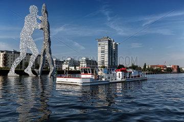 Berlin  Deutschland  Belueftungsschiff MS Rudolf Kloos