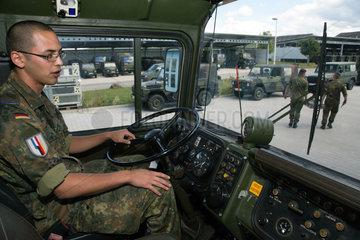 Muellheim  Deutschland  Solat in einem Schwerlasttransporter in der Robert-Schuhmann-Kaserne