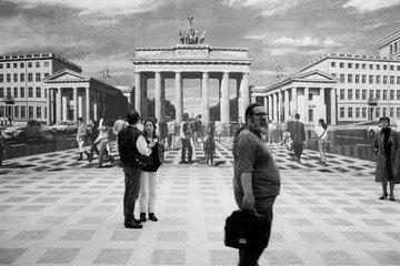 Berlin  Deutschland  Simulation der zukuenftigen Platzgestaltung am Pariser Platz