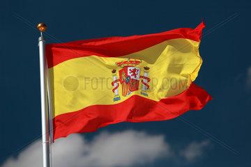 Hamburg  Deutschland  Nationalfahne von Spanien weht im Wind