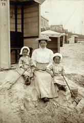 Urlaub auf Borkum  Frau  Kinder  1907