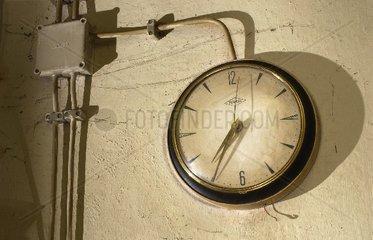 defekte Uhr aus den 50er Jahren