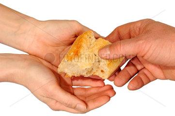 Brot schenken  Symbolfoto