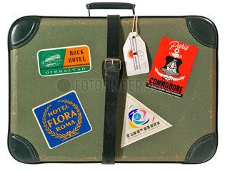 alter Reisekoffer mit Aufklebern  1964