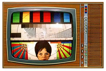 Testbild auf Fernsehschirm  frueher Farbfernseher  1968