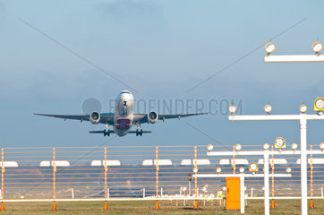 Startende Jets am Flughafen HH