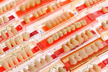 Kunststoffzaehne  kuenstliche Zaehne  Dentaltechnik  60er  70er und 80er Jahre