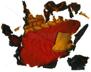 Reste einer am 3. Oktober 1990 verbrannten DDR-Fahne