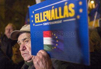 Protest gegen die Entfernung des Imre-Nagy-Denkmals in Budapest