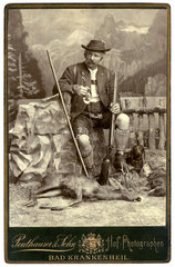 Jaeger  Bayer  Portraet im Fotostudio  1898