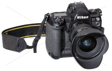 Nikon D1  sehr fruehe digitale Spiegelreflexkamera  1999