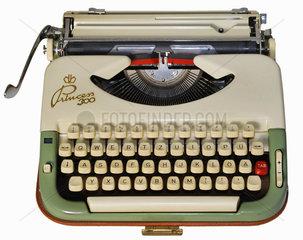 Reiseschreibmaschine  um 1957