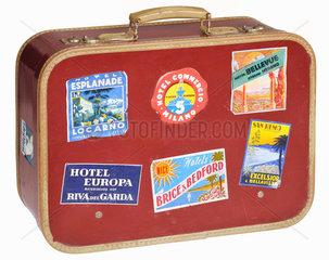 alter Reisekoffer mit Aufklebern  1959