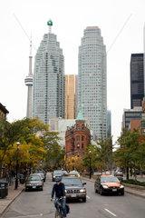 Toronto  Kanada  Stadtansicht mit dem Flatiron Building vor Wolkenkratzerkulisse