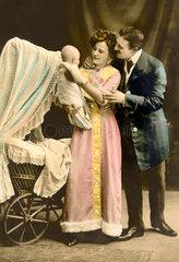 Eltern  Baby  Wiege  um 1911