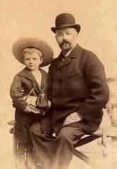Grossvater und Enkel  Portraet  1898