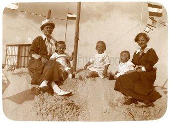 Urlaub am Strand  um 1914