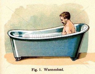 Mann in der Badewanne  um 1900