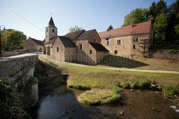 Chilly-le-Vignoble  Frankreich  Blick auf die Kirche Chilly le Vignoble