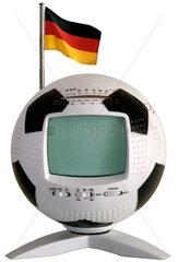 Fussball-Fernseher mit Deutschlandfaehnchen