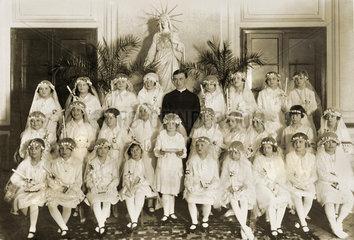 Erstkommunionkinder  Gruppenbild  um 1923