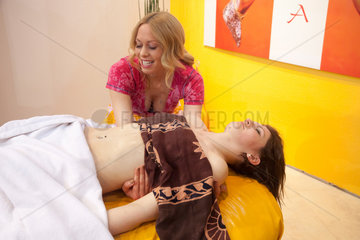 Duesseldorf  Deutschland  Lomi Lomi Nui Massage