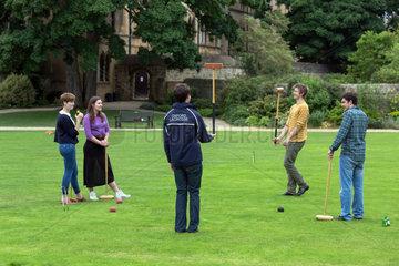 Oxford  Grossbritannien  Studenten spielen Croquet im Masters Garden des Christ Church Colleges