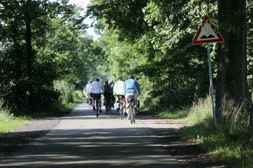 Neustadt (Dosse)  Deutschland  Menschen machen eine Fahrradtour
