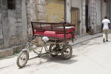 rote Sofa im Havanna Vieja