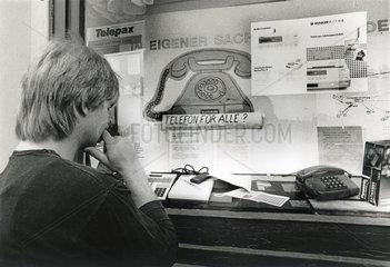 Werbung fuer private Telefonanschluesse  DDR  1990