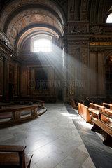 Subiaco  Italien  Lichteinfall durch ein Kirchenfenster