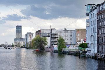 Berlin  Deutschland  Treptowers und ehemalige Lagerhaeuser am Kreuzberger Ufer