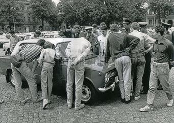 Gebrauchtwagenmarkt  Potsdam  DDR  1990