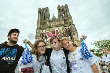 Reims  Frankreich  Studenten feiern das Erstsemester mit dem journee de parrainage