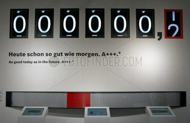 Berlin  Deutschland  ein stilisierter Stromzaehler wirbt fuer sparsame Haushaltsgeraete