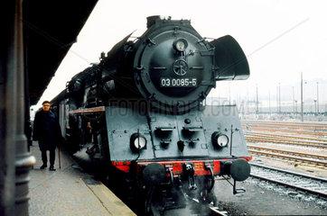 Berlin  DDR  die 03 0085 im Bahnhof Lichtenberg
