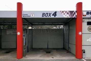 Frauenwaschbox einer SB-Autowaschanlage