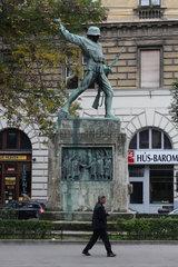 Budapest  Ungarn  Kriegsdenkmal mit einem Soldaten aus dem ersten Weltkrieg