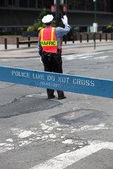 New York City  USA  Verkehrspolizist und Absperrung