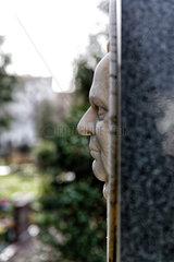 Berlin  Deutschland  Grabmal von Adolf Glassbrenner