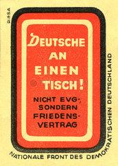 Deutsche an einen Tisch  DDR  Parole fuer Wiedervereinigung  1951
