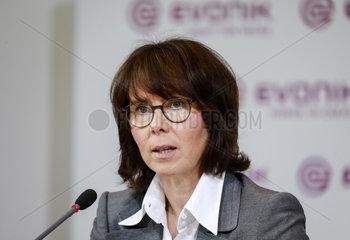 Evonik Finanzvorstand Ute Wolf  Bilanzpressekonferenz  Essen  Nordrhein-Westfalen  Deutschland  Europa