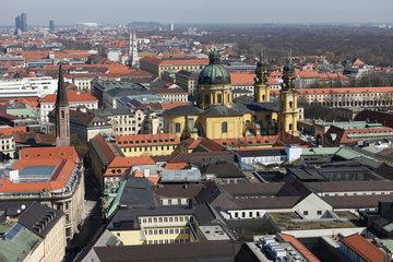 Muenchen  Deutschland  Blick ueber Muenchen mit der Theatinerkirche