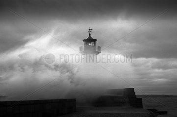 Ostseeinsel Ruegen  Mecklenburg-Vorpommern  Deutschland - Leuchtturm Sassnitz im Winter