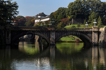 Tokio  Japan  Nijubashi-Bruecke zum Eingang des Kaiserpalastes