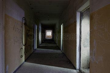 Zossen  Deutschland  Innenaufnahme eines verlassenen Gebaeudes auf dem ehemaligen Kasernengelaende der Sowjetarmee