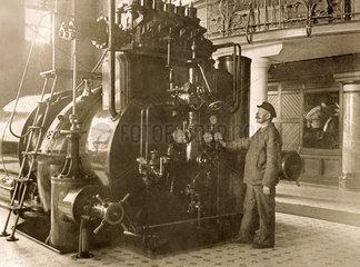AEG Dampfturbine mit Generator  Kraftwerk am Neckar  Neckarwerke  1928
