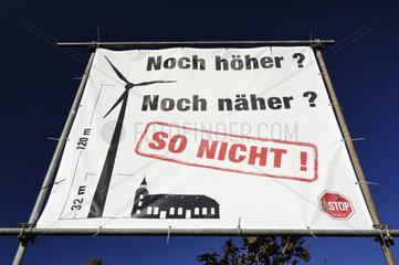 Protestplakat gegen den Bau von Windraedern in Hamburg  Deutschland